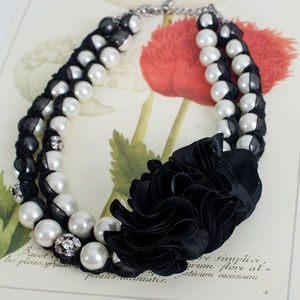 White House Black Market Jewelry - WHITE HOUSE BLACK MARKET PEARL & RIBBON NECKLACE